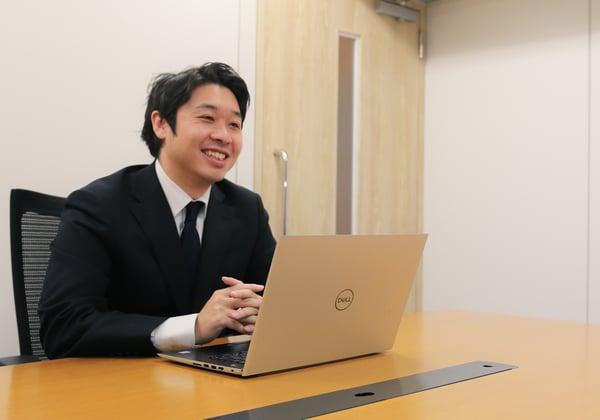 【写真】福島が笑顔で話す様子