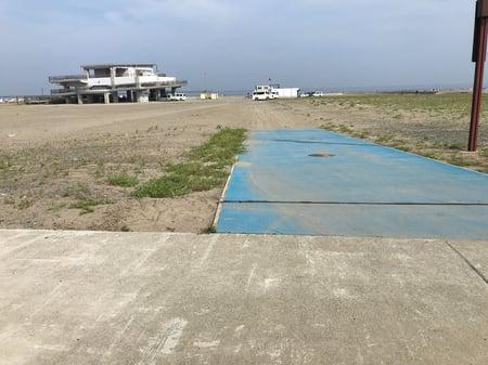 写真 砂浜の一部に道を設置した様子
