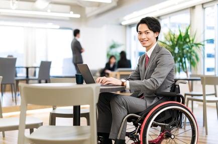 ミライロ×PIXTA「働く障害者イメージ素材」 約 1,000 点の販売を開始