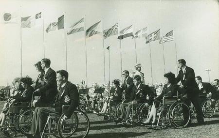 【写真】1964年の東京パラリンピックの入場