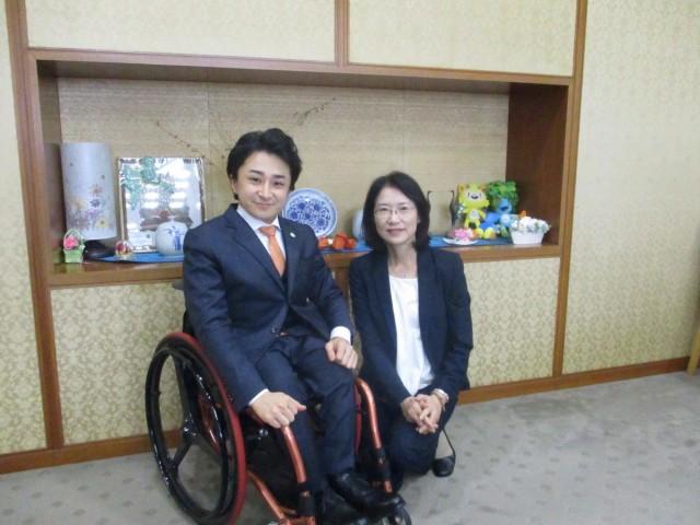 写真 代表・垣内と福岡県副知事・大曲様の写真