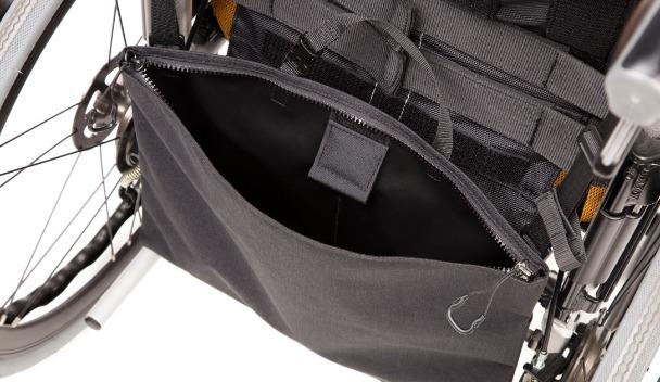 カテーテルバッグの開口部が開いているイメージ